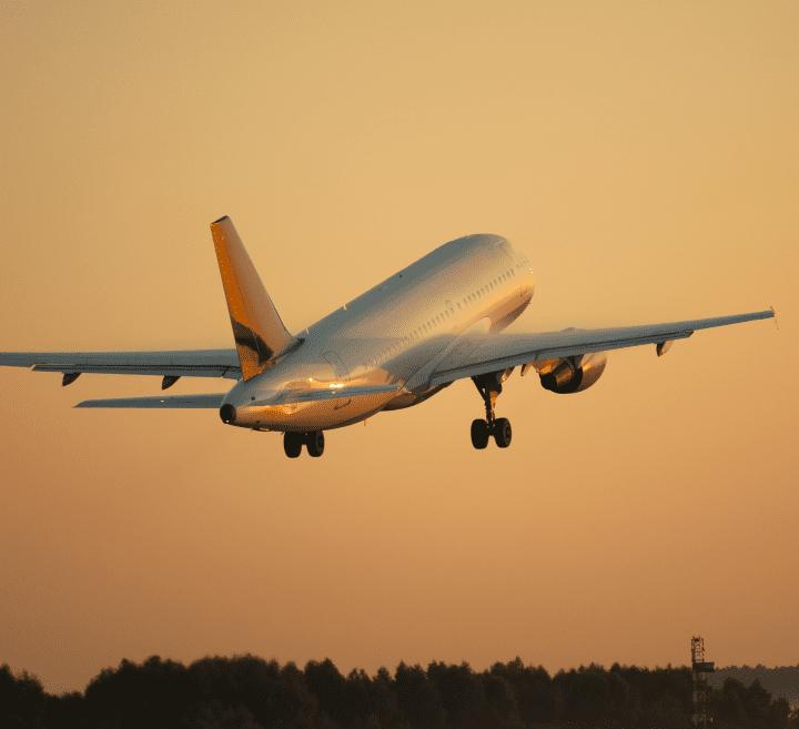shutterstock_184736657_AirplaneTakeoff